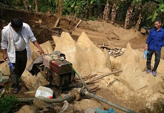 Khai thác đá quý ở Lục Yên