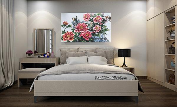 Cách chọn tranh đá quý hoa mẫu đơn treo phòng ngủ